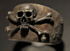 Momento Mori In the middle ages intellectuals in Europe called the Skull and Crossbones - Memento Mori - latin for remember you are mortal and remember you must die In its true esoteric meaning, it is a symbol of unimaginable power and spirituality. I recently acquired a forensic quality