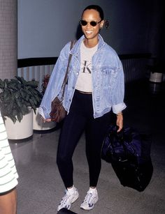 Why the Were the Best Decade for Airport Style These throwback outfits will give you major nostalgia. School Looks, Kate Moss, Casual Outfits, Cute Outfits, Fashion Outfits, Look Athleisure, Throwback Outfits, 90s Throwback, Ali Michael
