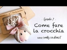 Come pettinare le bambole - Crocchia all'insù - Come pettinare le bambole - Crocchia all'insù - Handmade Design, Handmade Baby, Christmas Diy, Christmas Decorations, Xmas, Doll Videos, Fabric Brooch, Free To Use Images, Doll Maker