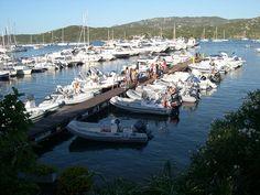 Pontile del fico, ormeggio per piccole imbarcazioni a Cannigione, Costa Smeralda, Sardegna