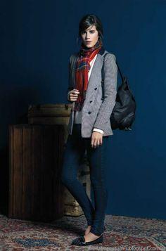 Sacos de mujer invierno 2014. Blue jeans denim black loafers grey blazer red scarf