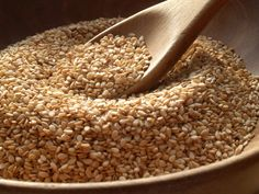 Over 12 Health Benefits of Sesame Seeds and Sesame Oil. Once you learn of the health benefits of sesame seeds and sesame oil, you may just find yourself stocking up on this ancient condiment. Foods High In Iron, Iron Rich Foods, Tostadas, Nutella Fit, Benefits Of Sesame Seeds, Combattre Le Stress, Sem Lactose, Nutrition, Sesame Oil