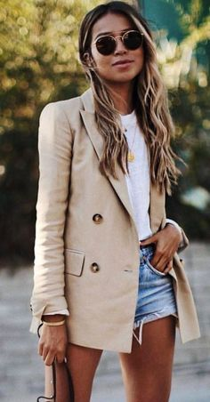 4 Cute Summer Trends We're Totally Obsessed With great+outfit+idea+with+a+nude+blazer+:+white+tee+++bag+++denim+shorts 2020 Fashion Trends, Fashion 2020, Women's Fashion, Dress Fashion, Summer Outfits Women, Fall Outfits, Womens Fashion Casual Summer, Summer Fashion Outfits, Blazer Outfits Casual