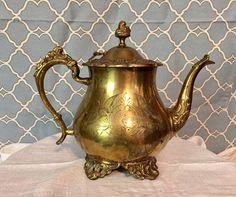 Vintage Tea Kettle, Teapots And Cups, Vintage Lettering, Vintage Candles, Iron Decor, Hand Engraving, Alice In Wonderland, Poppies, Tea Pots