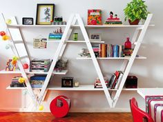 Do you have an old ladder at home and don't know what to do with it? TUrn it to a ladder shelf! Check out our 30 cute ladder shelf examples and be inspired! Old Ladder, Vintage Ladder, Folding Ladder, Ladder Bookshelf, Bookshelf Design, Bookshelf Ideas, Creative Bookshelves, Shelving Ideas, Playroom Shelves