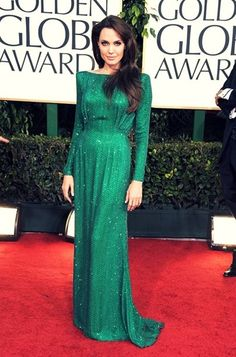 Angelina Jolie at the 2011 Golden Globes wearing a long-sleeved emerald-green Atelier Versace gown Green Evening Dress, Green Gown, Evening Dresses, Oscar Dresses, Looks Chic, Looks Style, Celebrity Red Carpet, Celebrity Style, Celebrity Dresses
