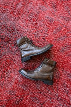 Boots that will give you the comfort and style you deserve! Mens Fashion App, Cheap Mens Fashion, Fashion Shoes, Fashion Trends, Fashion Ideas, Men's Fashion, Johnston And Murphy Boots, Discount Clothing, Stylish Men
