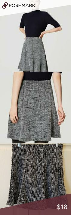 """LOFT Tweed Flippy Skirt EUC Super cute, black and white, tweed knit flippy skirt.  Has hidden elastic waistband.  So comfortable.  Length is 17 3/4"""".  From Winter 2016.  Only worn once.  Like knew.  No flaws. LOFT Skirts Midi"""