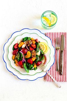 This strawberry spinach salad is drizzled with a creamy balsamic dressing. It sparkles with the vibrant colors of crisp veggies and fresh fruit. It's a light healthy meal or a tasty side. Make this summer strawberry salad in 15 minutes! It's a easy, healthy summer lunch or dinner. Perfect for weekday meals, potlucks, picnics and parties. Pin now for later! Best Salad Recipes, Salad Recipes For Dinner, Best Dinner Recipes, Summer Recipes, Great Recipes, Healthy Recipes, Salads For Picnics, Easy Salads, Summer Salads