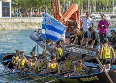 2016-08-21. Arkote se vale del viento que azota en Plentzia para ganar la bandera de casa. Fuente: Naiz. #arrauna #remo #Arkote #Plentzia