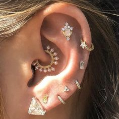 If you love piercings, and just can't get enough, inner lobe piercing is something you have to try. Lobe Piercing, Cool Ear Piercings, Types Of Ear Piercings, Peircings, Helix Jewelry, Cartilage Jewelry, Ear Jewelry, Body Jewelry, Daith