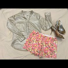 """B1G1 1/2 off! Floral chino shorts Adorable shorts that pair well with either a great basic tee or button down shirt. Belt loops, front and back pockets, side zipper and hook closure. 97% cotton, 3% spandex. 16.5"""" waist, 19"""" hips, 9"""" front rise, 5"""" inseam. ✅offers❌trades/PP bundles save 20% off 2+ J. Crew Shorts"""
