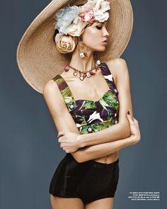 "vogue-is-viral: ""fashion—victime: ""Karlie Kloss in Dolce & Gabbana for Vogue Korea March 2012 "" "" Karlie Kloss, Fashion Foto, High Fashion, Womens Fashion, Korea Fashion, Vogue Fashion, Vogue Korea, Natalie Clifford Barney, Mode Editorials"