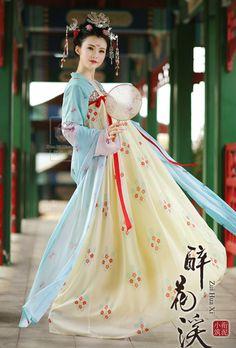 changan-moon:  Traditional Chinese clothes, hanfu. 衔泥小筑
