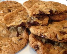 These Easy Chocolate Chip Oatmeal Cookies are fabulous. Butter, flour, sugar, oatmeal, chocolate chips...Mmmm. Perfect for picnics and lunch boxes.