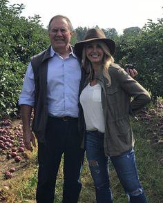 Bill Belichick Prueba que Él es Una de Nueva Inglaterra, Va de la recogida de manzanas En fin de Semana