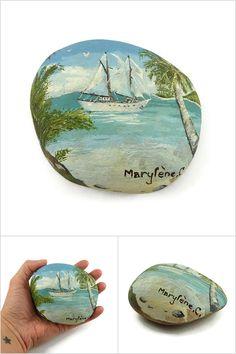 Galet peint voilier sous les tropiques - Pièce unique réalisée à la peinture à l'huile par @savousepate et disponible sur @alittlemarket - Objet d'art, décoration, idée cadeau femme / homme