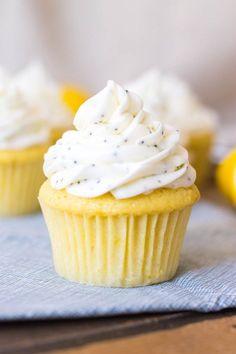 Cupcakes Amor, Lemon Cupcakes, Cupcakes Cream Cheese Frosting, Cream Filled Cupcakes, Cupcake Recipes, Cupcake Cakes, Dessert Recipes, Pavlova, Lemon Recipes