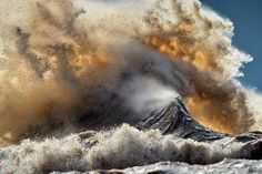 These Unbelievable Photos of Lake Erie Show How Powerful Nature Can Be