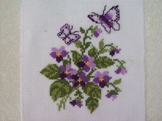 This Pin was discovered by Dia Cross Stitch Boarders, Tiny Cross Stitch, Cross Stitch Animals, Cross Stitch Flowers, Cross Stitch Charts, Cross Stitch Designs, Cross Stitching, Cross Stitch Patterns, Hardanger Embroidery