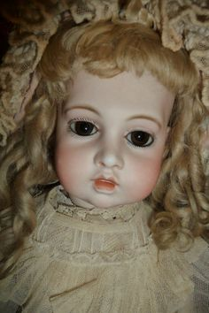 Exquisite antique large early Bru bebe