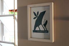 Xilogravura com moldura na parede Frame, Home Decor, Woodblock Print, Etchings, Moldings, Wall, Picture Frame, Decoration Home, Room Decor