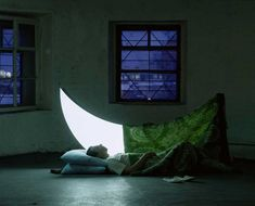 Russia-based artist Leonid Tishkov and photographer Boris Bendikov have created a fantastical realm illuminated by moonlight. Their creative endeavor entitled Private Moon chronicles the relationship between a man and his discovered moon. Visual Story, Poema Visual, Moon Projects, Moon Photography, Photography Series, Creative Photography, Good Night Moon, Beautiful Moon, Beautiful Series