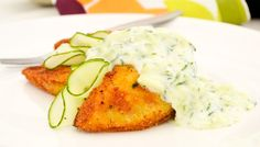 Gurkensoße kann zu Fleisch, Fisch aber auch zu leckeren Salaten genoßen werden. Die Zubereitung des #Rezepts ist ganz einfach.