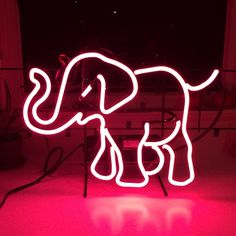 Would love to put something like this on a Phosphor Elephants shirt - been picturing it for a while!