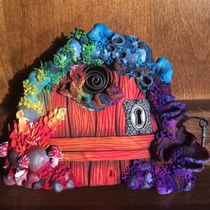 At The End Of The Rainbow. Polymer clay fairy door. Polymer Clay Fairy, Polymer Clay Projects, Polymer Clay Creations, Diy Clay, Fairy Garden Doors, Fairy Doors, Fairy Gardens, Rainbow Fairies, Fairy Crafts