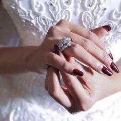 الصورة روعة ♥️ . . .. #wedding4u_ring . . . #bride #wedding #Kuwait #Qatar #UAE #dubai #Oman #KSA #dresses #beauty #hairstyle #event #celebrate #fashion #brideshower #bridemaids #hairdresser #makeup #wedding4u #عروس #مكياج #زواج #كوش #تسريحات #عرس #أزياء #ورود