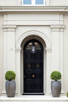 Elegantly classic is this London townhouse entrance. A definite dream house for anyone London Townhouse, Front Door Planters, Tall Planters, Black Front Doors, Arched Front Door, Front Entry, Entrance Doors, Door Entry, Entryway