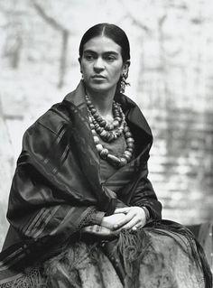 Frida Kahlo, Photo: Edward Weston.