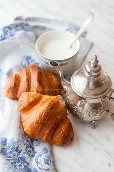 Pane viennese al burro - 🍩 Trattoria da Martina Bake Croissants, Pastry And Bakery, Coffee Time, Biscotti, Cool Kitchens, Finger Foods, Food Styling, Baking, Breakfast