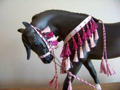 CM Breyer or Peter Stone Arabian costume halter presentation set - traditional scale pale pink and magenta on Breyer Make a Wish
