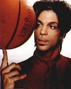 Le 15 octobre dernier, Prince a donné un concert privé à Paisley Park pour célébrer la victoire des Lynx du Minnesota. Cette équipe féminine de basket de Minneapolis venait de remporter la saison 2015 de la WNBA au Target Center face à l'équipe de l'Indiana Fever (69 à 52). Prince a assisté en tant que …