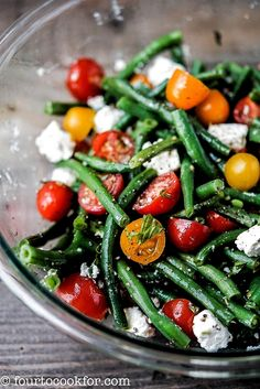 An easy summer salad that makes the most of fresh summer green beans and tomatoe. An easy summer salad that makes the most of fresh summer green beans and tomatoes. Holds up better than green salad at picnics and potlucks. Bean Salad Recipes, Diet Recipes, Vegetarian Recipes, Cooking Recipes, Healthy Recipes, Vegetarian Salad, Grilling Recipes, Delicious Recipes, Summer Salad Recipes