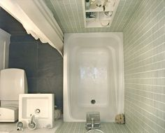 Tips for Tiny Bathrooms - This bathroom is only 4X6!