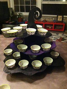diy cupcake stand - Halloween Cupcake Holder