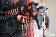 Halloween Door, Halloween Decorations, Halloween Wreaths, Witch, Doors, Unique, Crafts, Manualidades, Witches