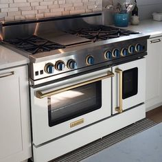 White range to accent cabinets, brass trim to accent hardware, and blue knobs to accent barstools 💯 Layout Design, Bluestar Range, Sink Design, Kitchen Decor, Kitchen Ideas, Kitchen Designs, Farm Sink, Custom Kitchens, Home Chef