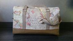 Le sac comporte 2 poches extérieures latérales et une grande poche intérieure, toutes zippées. Boston se porte à la main ou à l'épaule grâce à sa bandoulière amovible. - 19318672