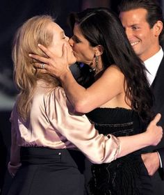 First there was Madonna and Britney Spears, then there was Kate Moss and Jemima Khan - now Meryl Streep and Sandra Bullock are the latest female celebrities to lock lips in public. Meryl Streep, Sandra Bullock, Britney Spears, Best Actress Award, Lesbians Kissing, Men Kissing, Lesbian Love, Kate Winslet, Sandro