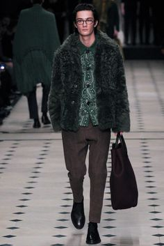 Burberry Prorsum - Fall 2015 Menswear  For some reason I really like this, :-)