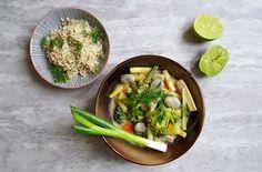 Warzywa po tajsku z nietypowymi dodatkami to błyskawiczny i zarazem prosty sposób na zdrowy obiad lub kolację. Zobaczcie przepis.