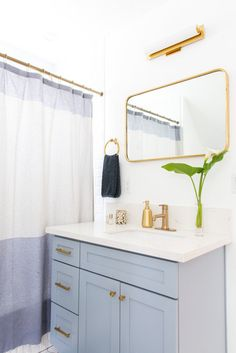 Classic bathroom style has been generally utilized for quite a long time. There are a great deal of families who like structuring a classic bathroom this style isn't outdated. Classic Bathroom, Modern Bathroom Design, Bathroom Interior Design, Decor Interior Design, Modern Bathrooms, Bathroom Designs, Home Renovation, Bathroom Styling, Bathroom Lighting