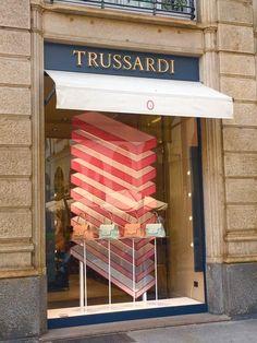 insegne negozi Milano, insegne per negozi Milano, insegne luminose per negozi a Milano