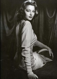 Todays 1940s hair & make up inspiration. She was beautiful