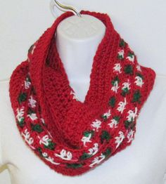 Crochet Infinity Scarf Christmas Colors Red by pastpresentvintage
