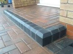 Paving blocks or brick flooring with various variations generally for outdoor use, is a floor decoration technique for results that are more attractive, elegant and beautiful. Concrete on paving blocks… Front Garden Ideas Driveway, Driveway Design, Driveway Landscaping, Front Door Steps, Porch Steps, Front Doors, Block Paving Driveway, Walkway, Brick Wall Gardens